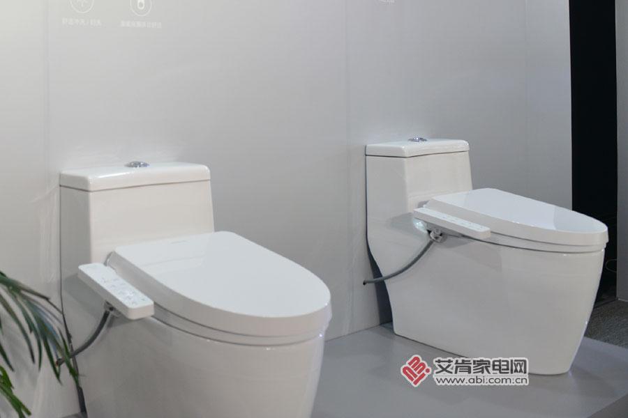 相比储热式产品,即热式马桶盖能够做到活水即热,保证长时间使用时喷水