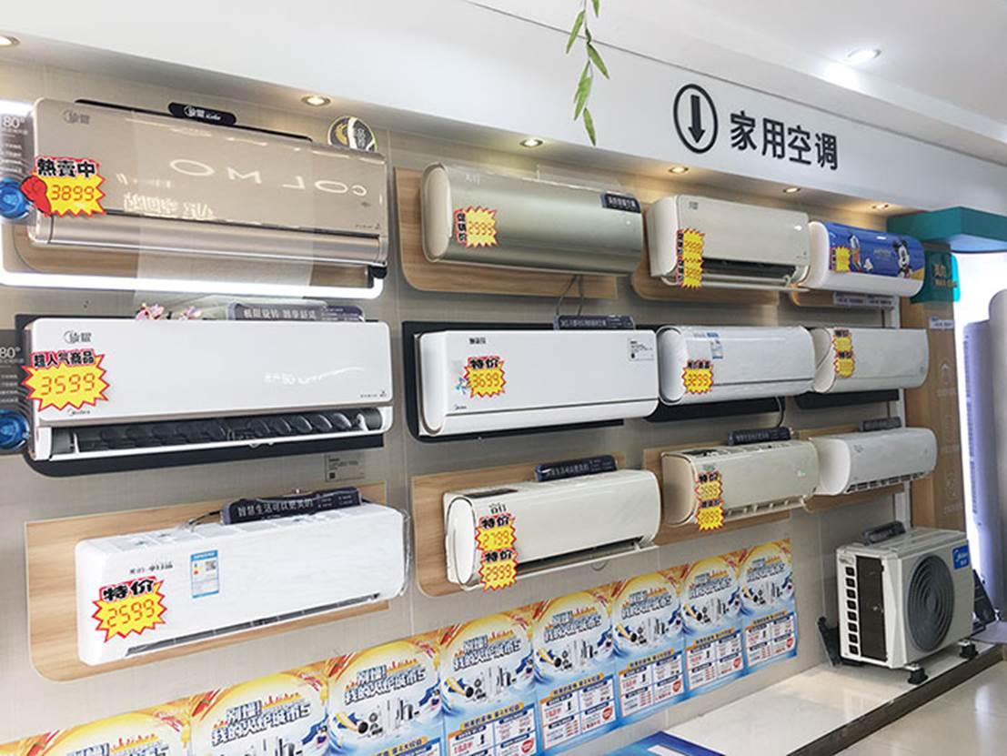 冰箱里有许多饮料  中度可信度描述已自动生成