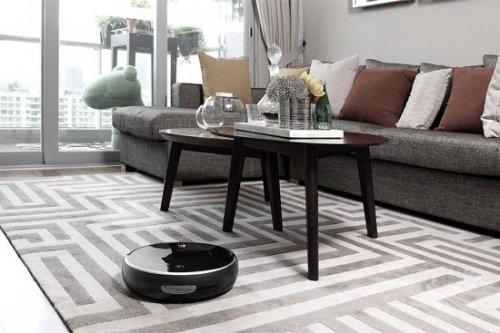 房间里的沙发和桌椅  中度可信度描述已自动生成