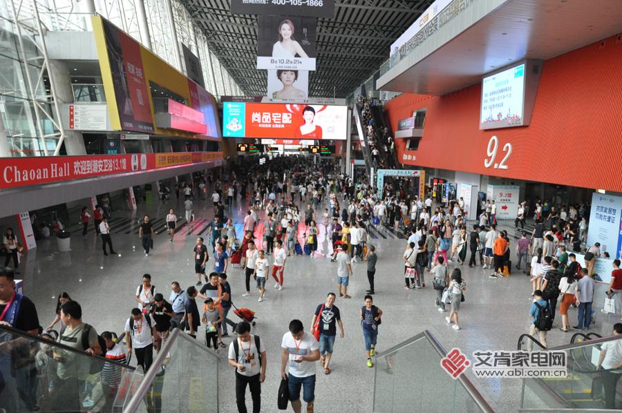 """""""大融合""""的广州建博会上,看看集成灶都展出了什么?"""
