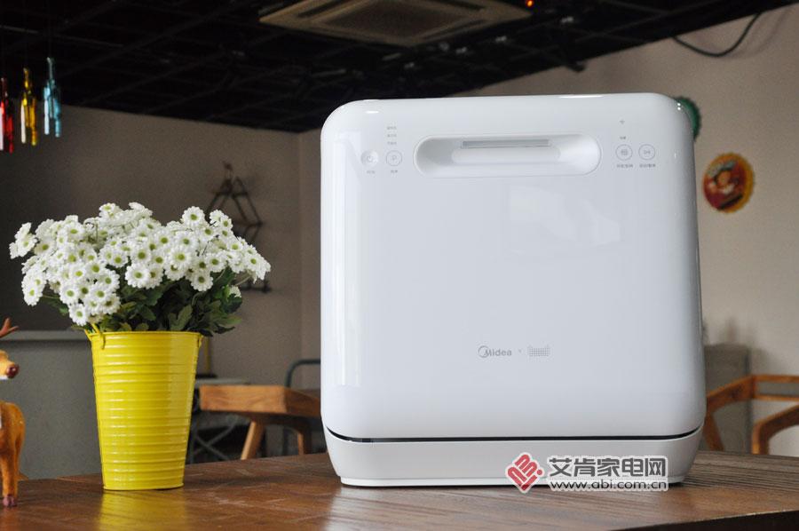 """美的全新语音互联洗碗机""""MT大白"""":让洗碗变成一件简单事儿"""