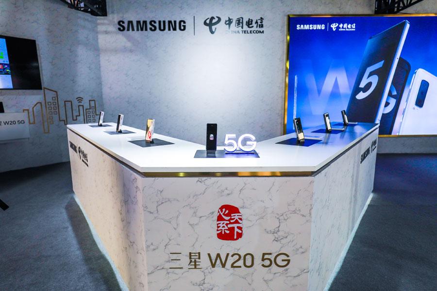 政商手机旗舰 三星W20 5G